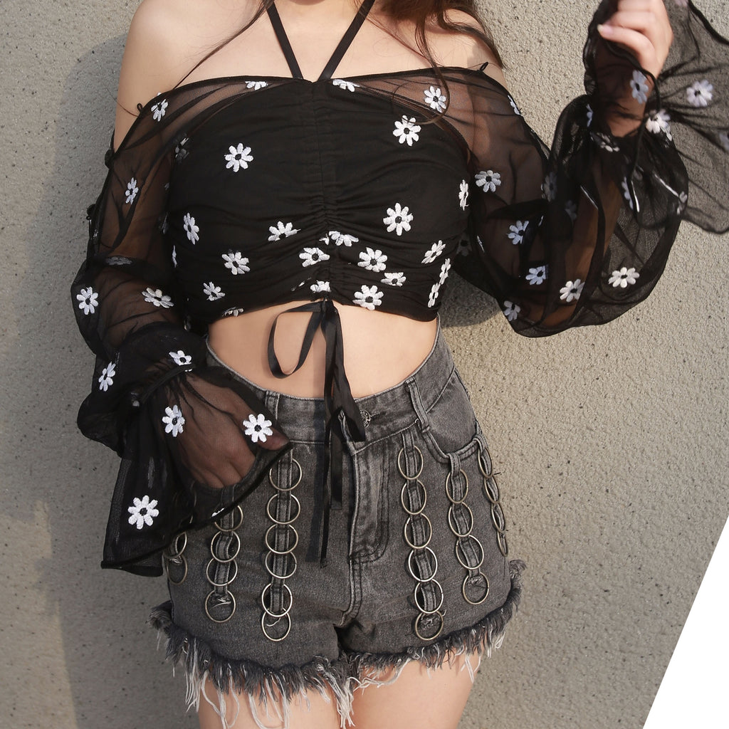DAISY RUFFLE BLOUSE + GOTH RING DENIM SHORTS OUTFIT