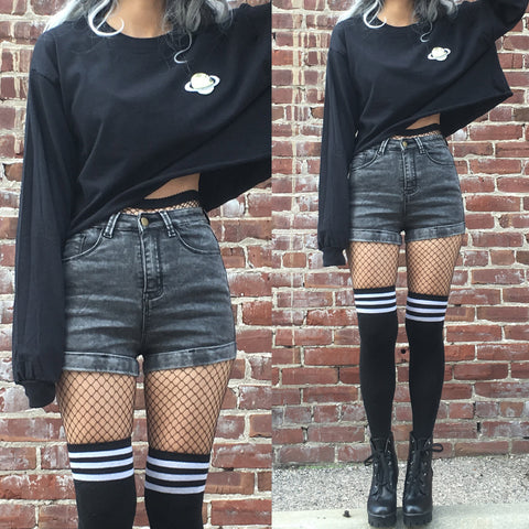 VINTAGE GRUNGE- WASHED BLACK DENIM SHORTS