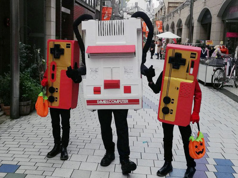 Techie costumes - Nintendo Superfamicom with controllers