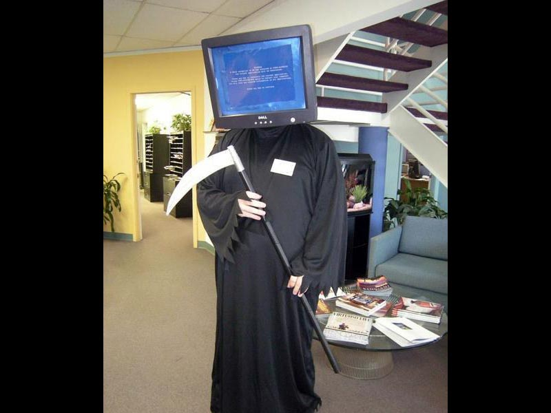 Funny costume - Blue Screen of Death Reaper