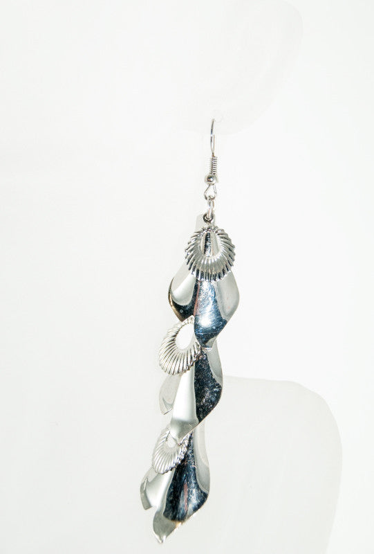 Long silver dangling earrings - Desi Royale