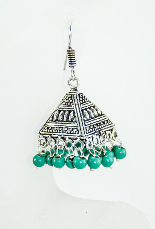 Black metal pyramid earrings with green beads - Desi Royale