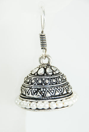 Black metal earrings with white beads - Desi Royale