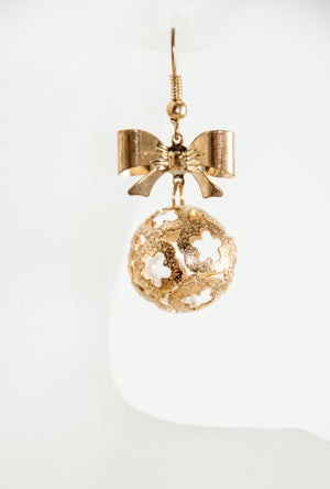 Gold bow earrings - Desi Royale