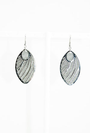 Oval dangle earrings - Desi Royale