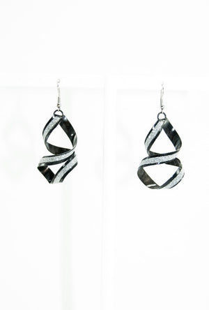 Black spiral earrings - Desi Royale