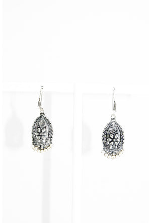 Silver oval earrings - Desi Royale