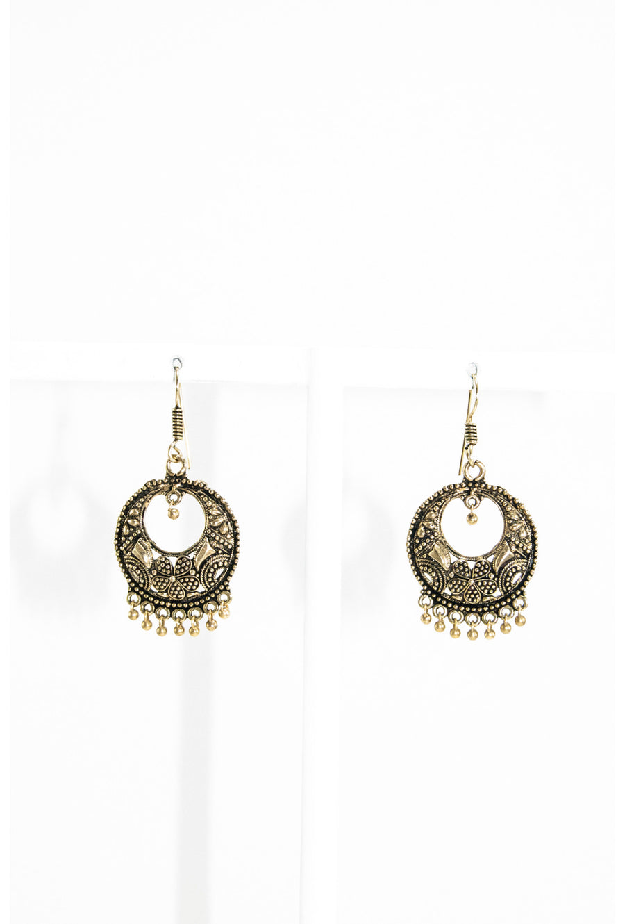Gold round earrings - Desi Royale