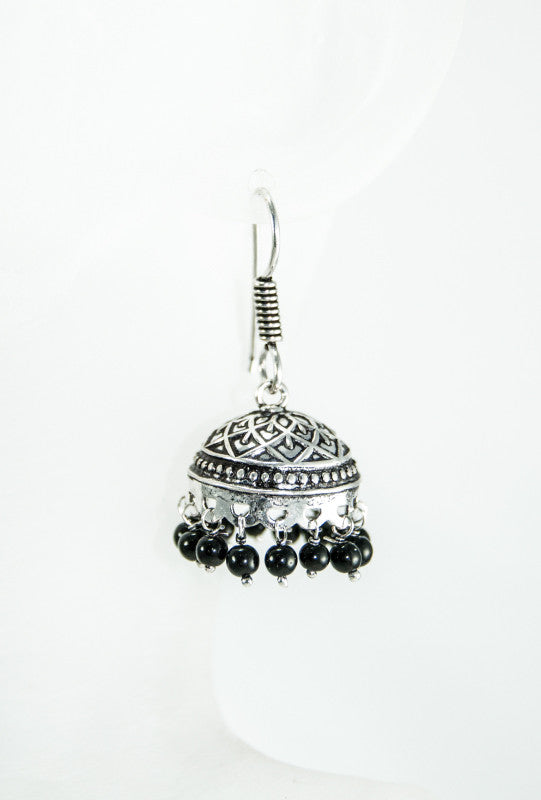 Black metal earrings with beads - Desi Royale