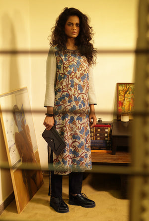 Tunic in khadi malmal with pants - Desi Royale