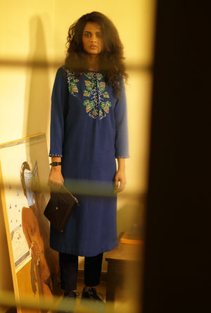 Tunic in cotton with hand embroidered angoor motifs - Desi Royale