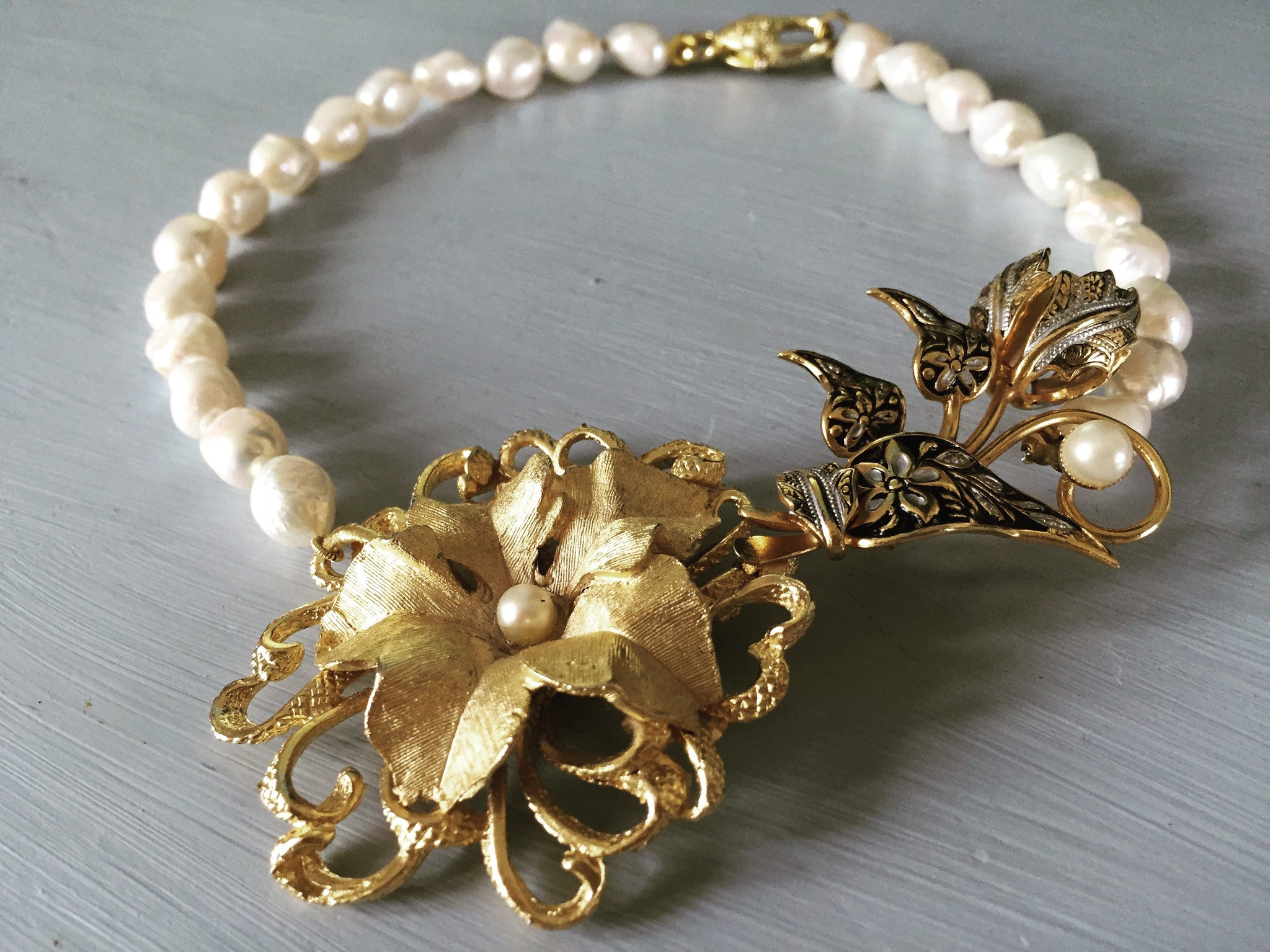 Vintage flower and pearl choker necklace