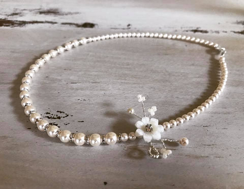 Delicate flower bridal necklace