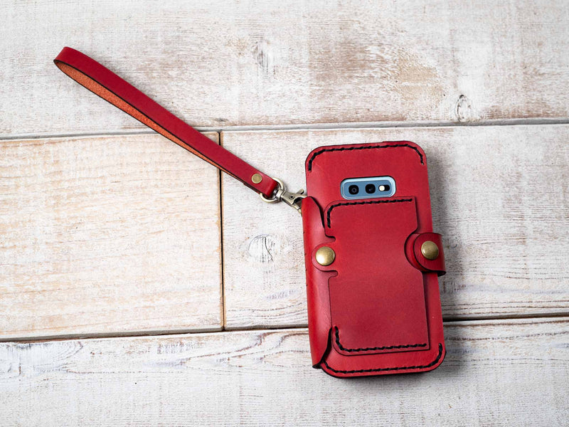 add a wristlet to your phone wallet case