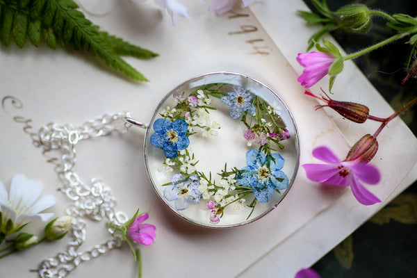 Forget Me Nots wreath locket in Sterling Silver