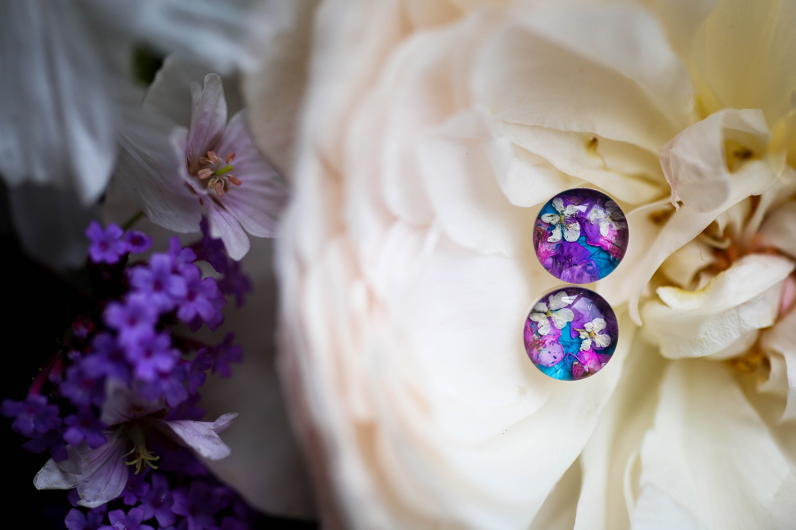 Turquoise blue flower confetti earrings