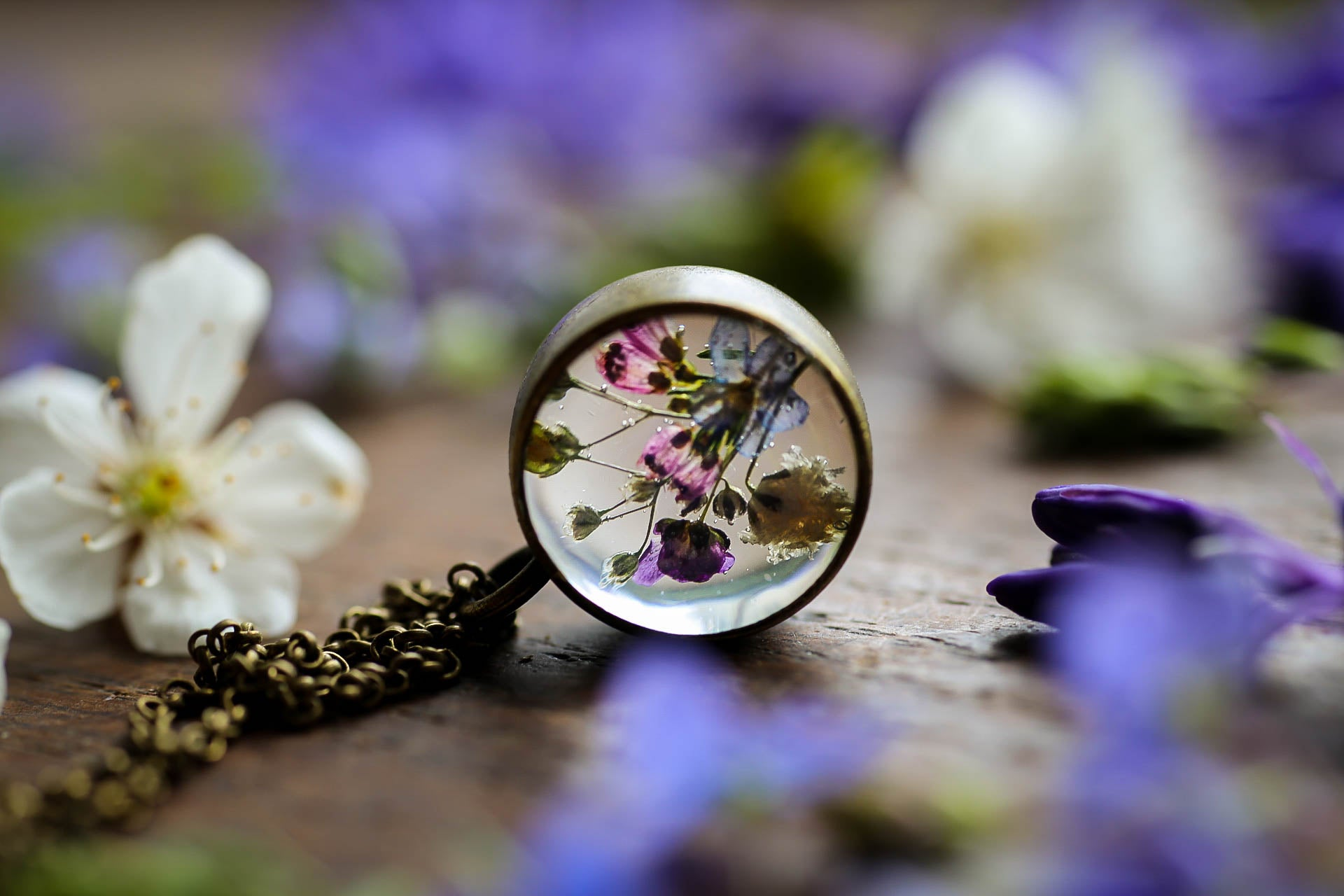 Small meadow locket
