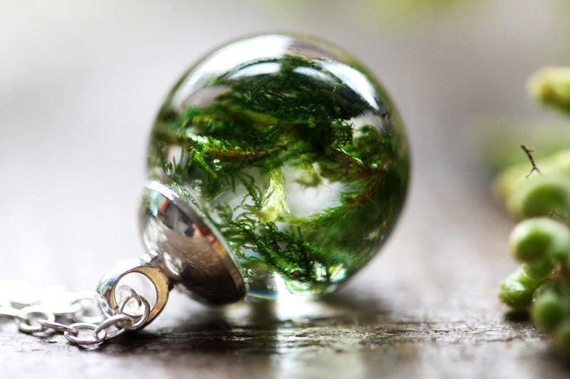 Green forest moss droplet necklace