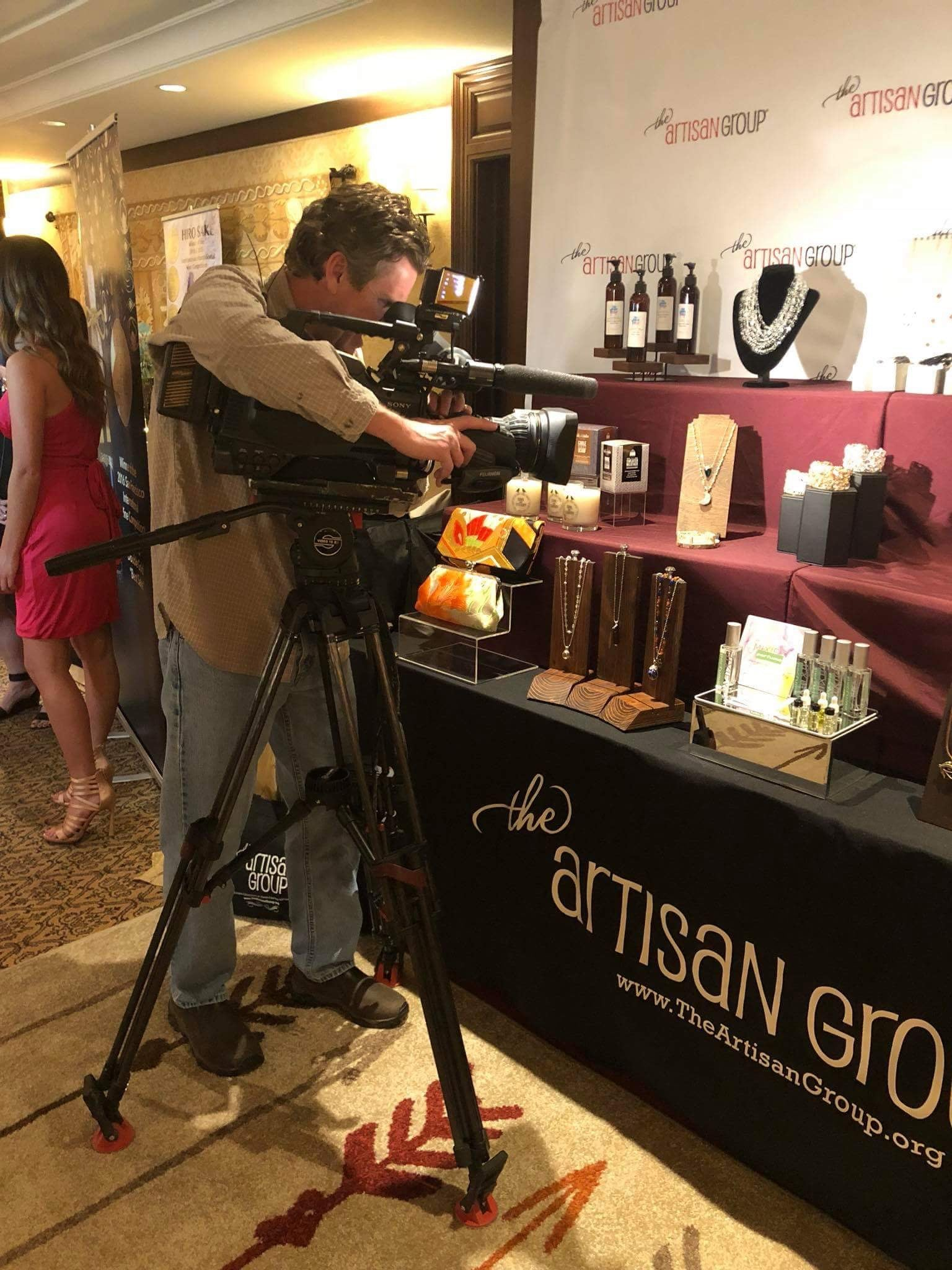 Mixify Beauty and The Artisan Group highlighted on HLN-CNN at GBK Golden Globes Celebrity Gifting Suite