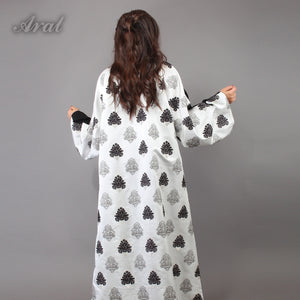 Abaya with pockets and back embroidary