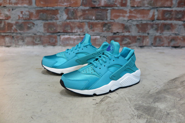Nike WMNS Air Huarache Run in Light Retro/White #634835-401-Sneakers-Navy Selected Shop