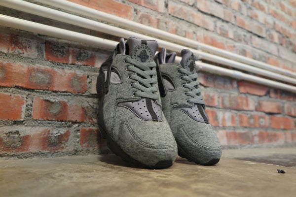 "Nike Air Huarache Run ""Tech Fleece"" in Cool Grey/Black #749659-002-Sneakers-Navy Selected Shop"