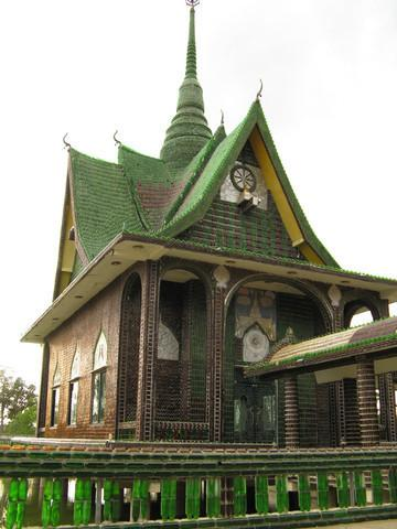 Wat Pa Maha Chedi Kaew, the temple of a million bottles