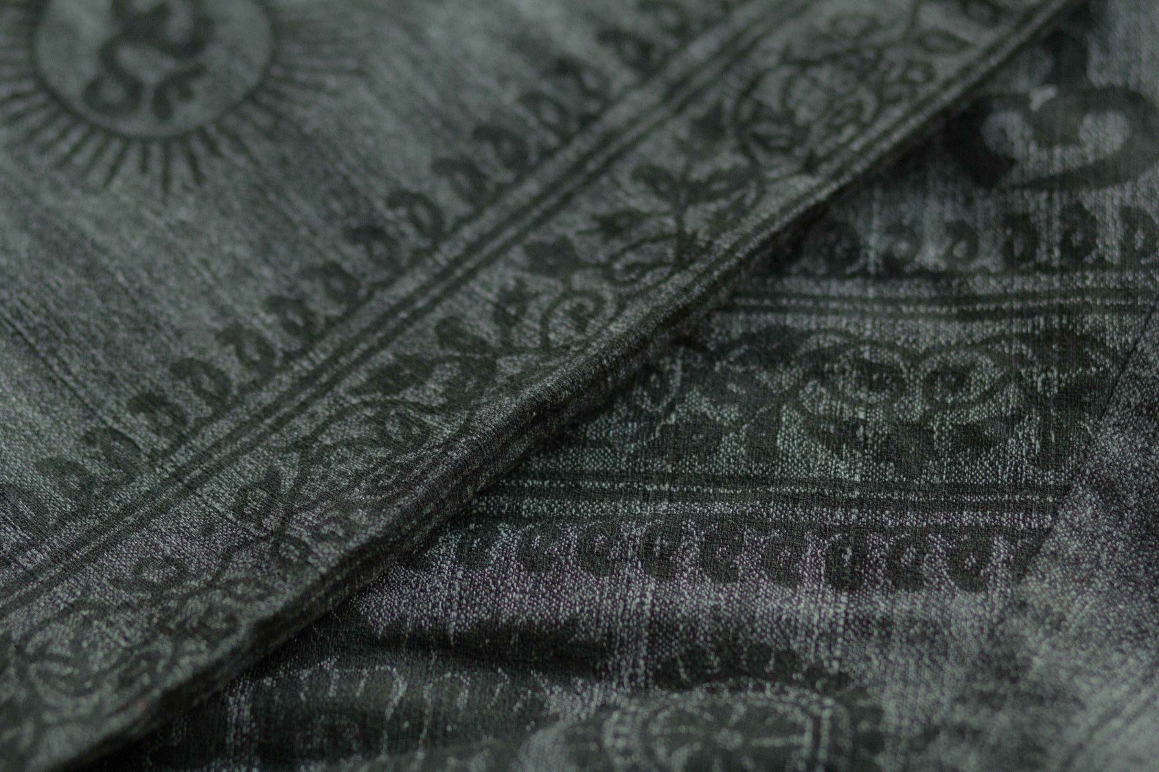Dark gray om pants woven cotton