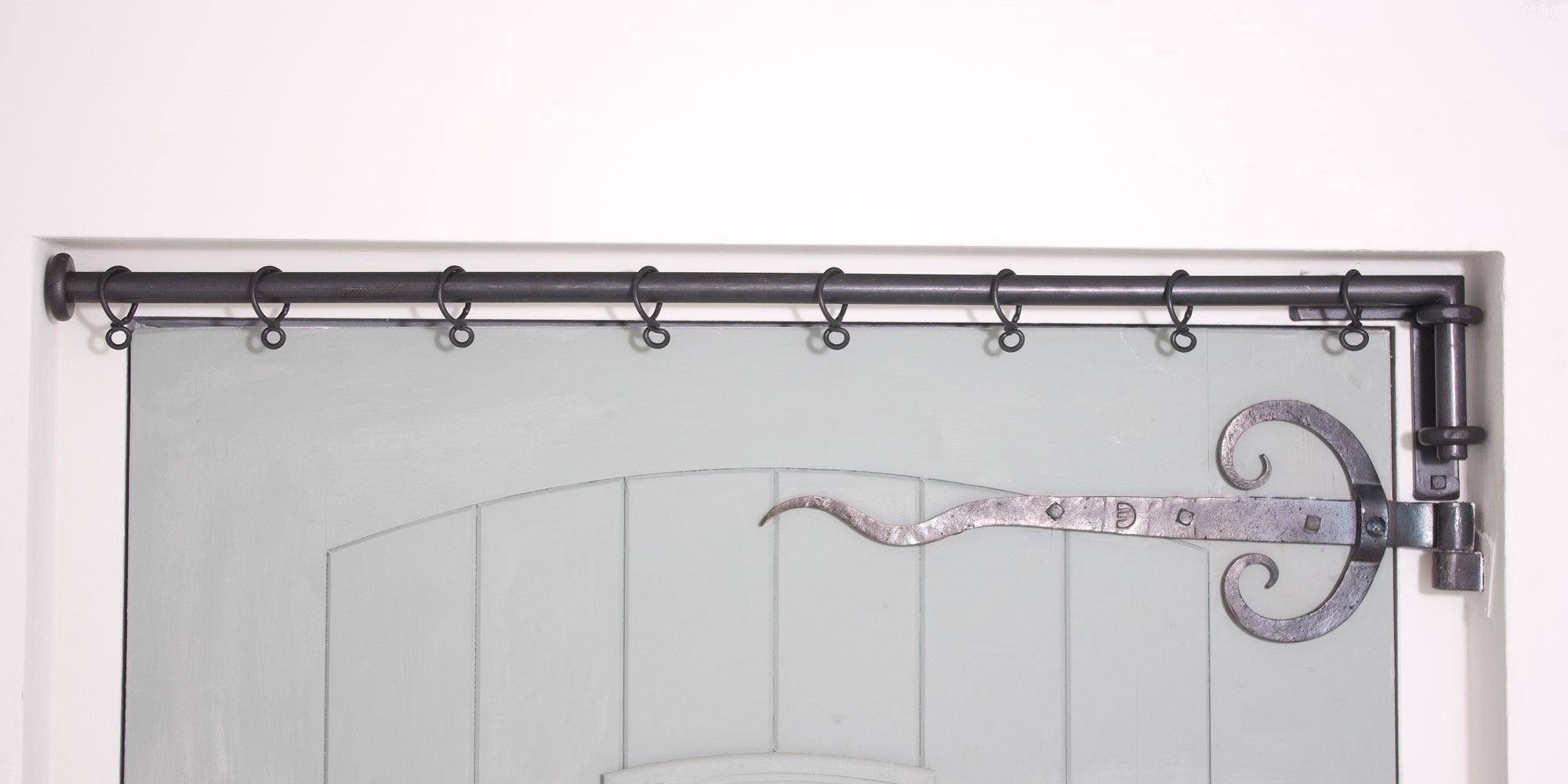 20mm Solid Wrought Iron Drapery Arm with L-Shaped Bracket