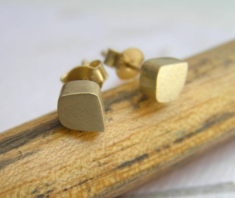 14k gold cube stud earrings