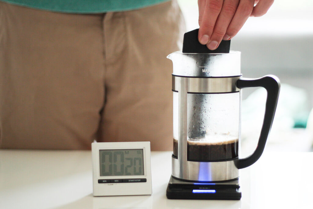 earlybird coffee French Press Kaffee umrühren