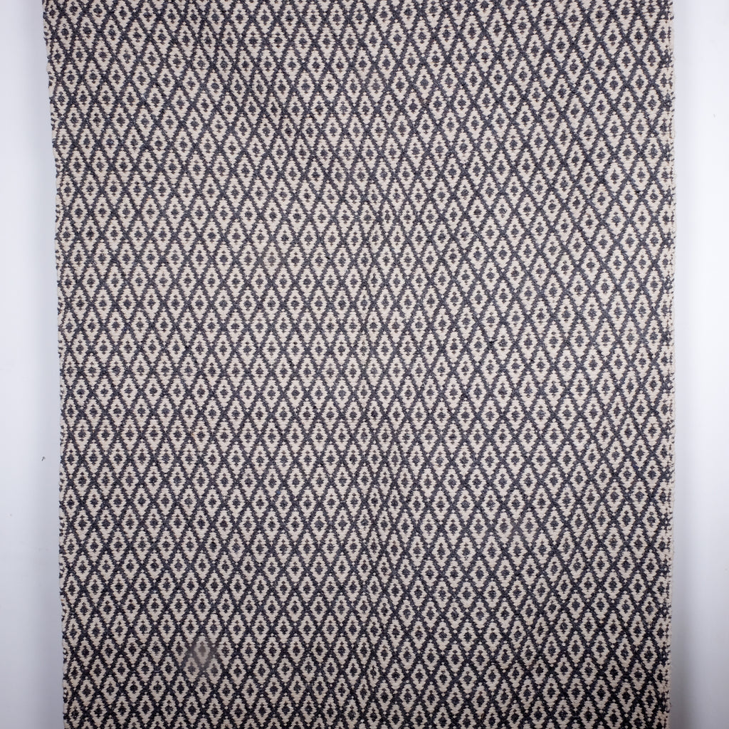 Beautiful Grey Patterned Rug