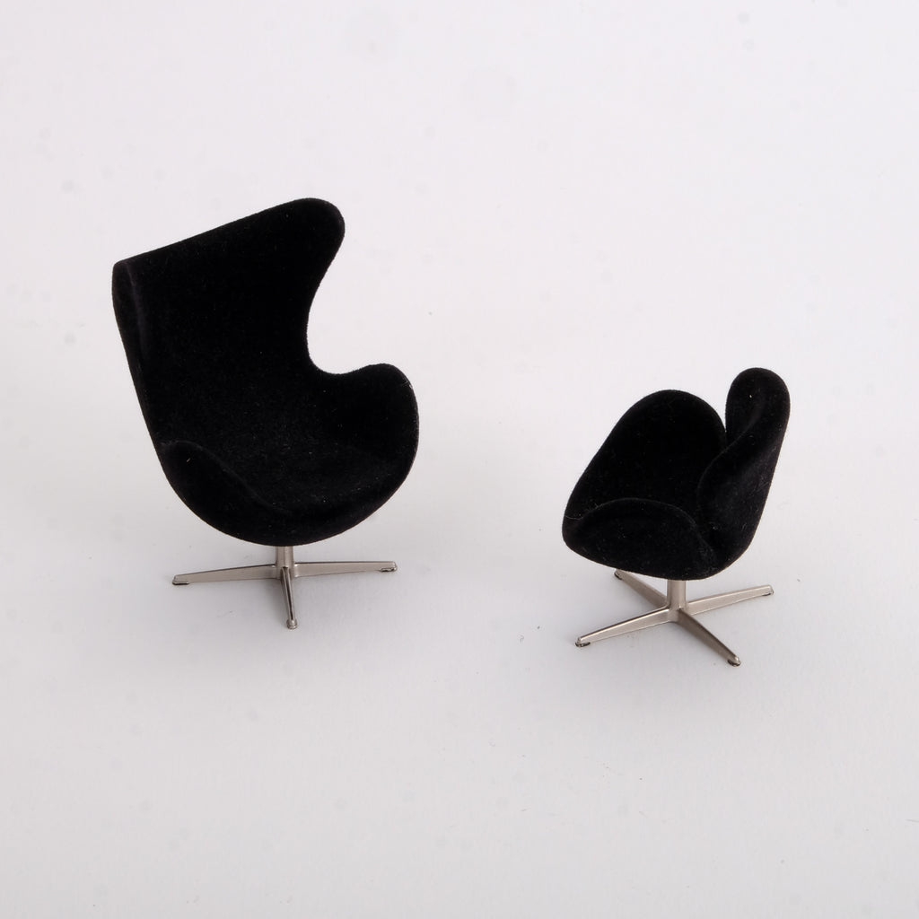 Black Model Arne Jacobsen Chairs