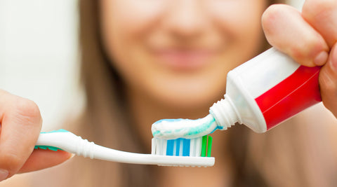 https://www.sfdental.com/wp-content/uploads/2015/09/woman-applying-toothpaste.jpg