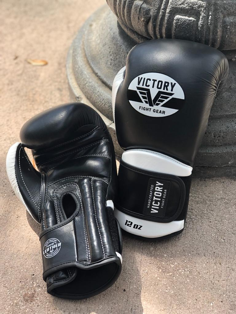 VICTORY BOXING GLOVES CLASSIC SERIES 2.0 LEATHER BLACK/WHITE