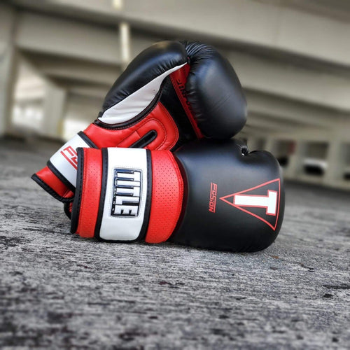 TITLE GLOVES FUSION TECH TRAINING BLACK/RED