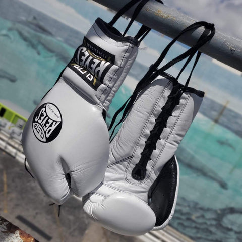 CLETO REYES GLOVES LACE WHITE