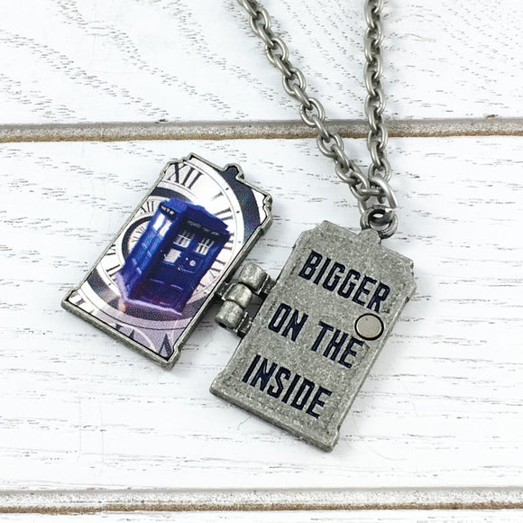 Médaillon | Doctor Who | TARDIS « Bigger on the Inside »