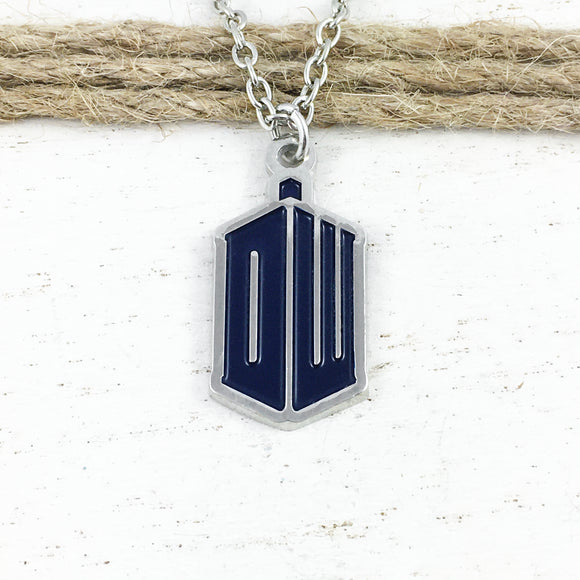 Collier | Doctor Who | Logo « DW »