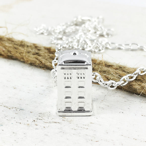 Collier | Doctor Who | TARDIS 3D (argenté)