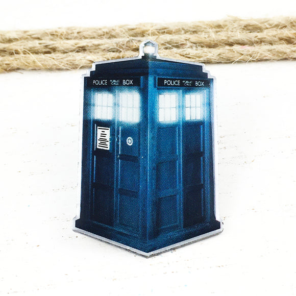 Metal Pin | Doctor Who | Photorealistic TARDIS