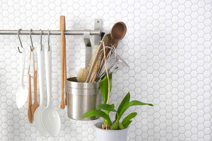 SmartTiles Contemporary White Hexagon Peel and Stick Tile