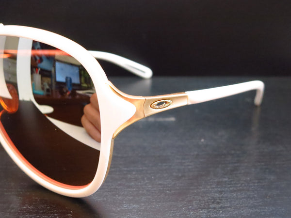 Oakley Kickback OO4102-06 Satin Polished Gold / White Sunglasses - Eye Heart Shades - Oakley - Sunglasses - 3