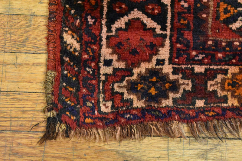 "Antique Persian Shiraz / Oriental Rug 5'6"" x 6'8"""