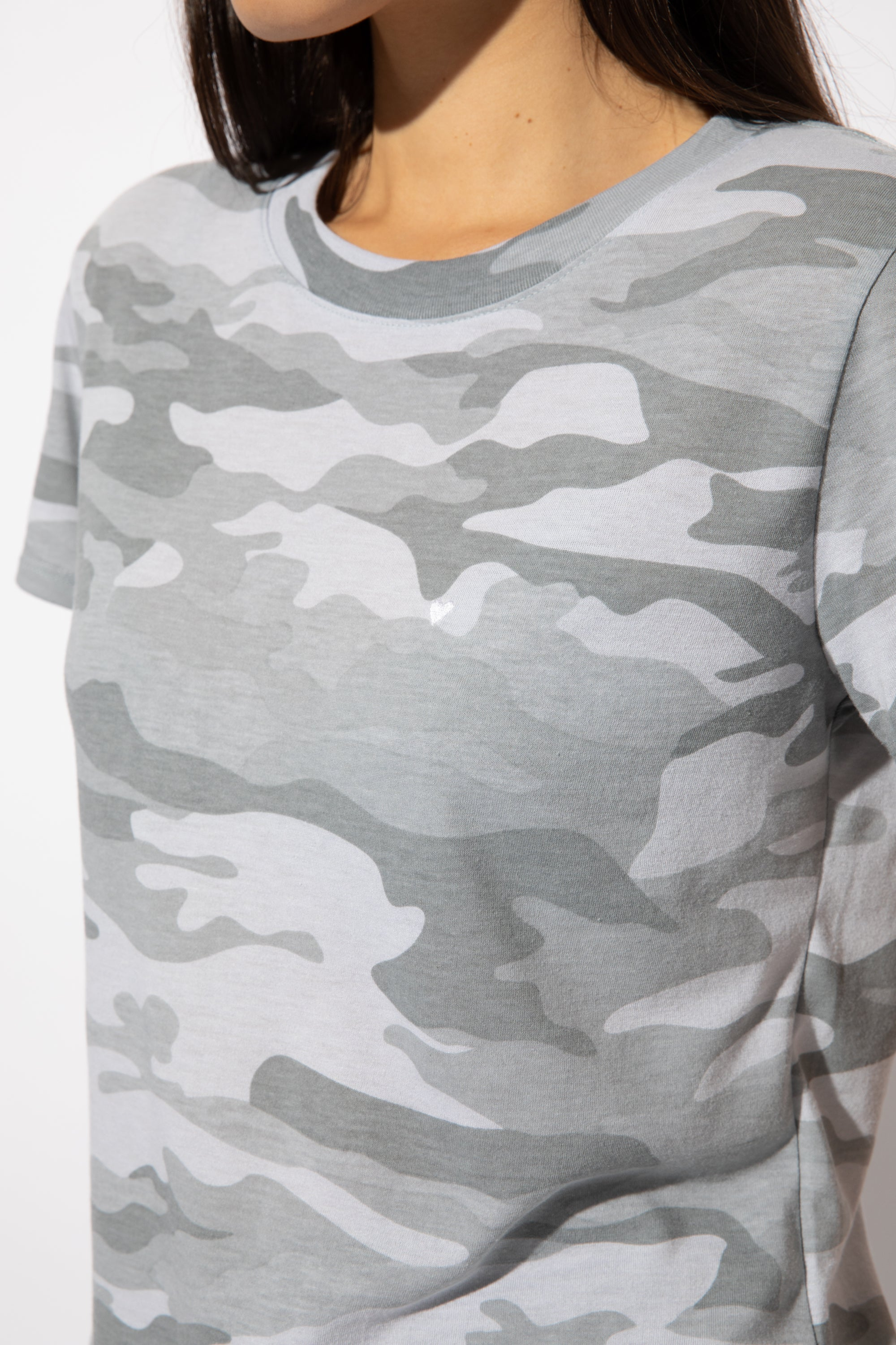 HEART EMB GREY CAMO LOOSE TEE