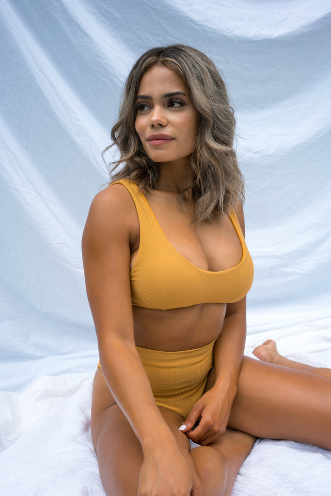 CASTRIES TOP - RIBBED - MUSTARD