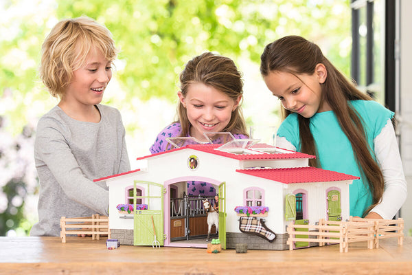 Schleich barns played with children.