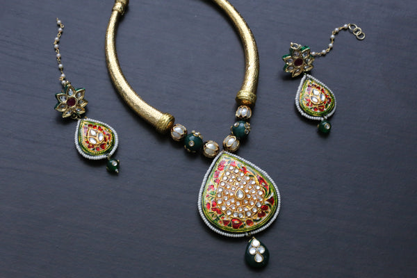 Jadau Pendant Hasli Necklace