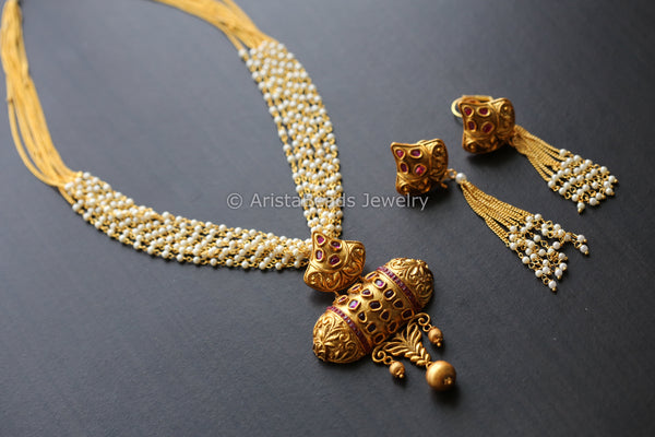 Antique Pendant Necklace in Layered Chain