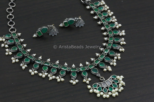 Delicate Emerald Pearl Necklace Set